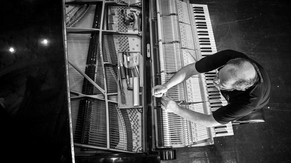 Piano B&W-6582.jpg