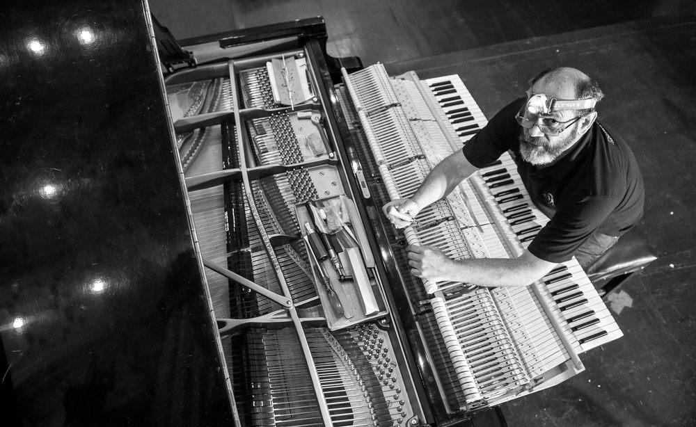 Piano B&W-6585.jpg