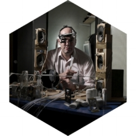 PROF. CHARLES SPENCE Oxford Professor of the Senses, Neuroscientist,Experimental Psychologist, Author, Neurogastronomist