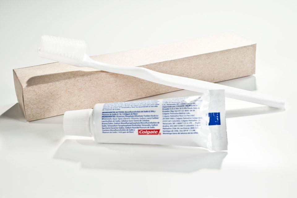 Kit dental   | Cepillo de dientes y crema dental