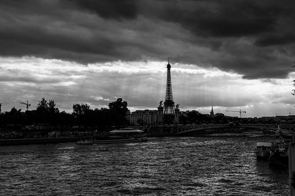paris-tour-d'eiffel-tower-william-bichara-photographer-studies-personal-work-12.jpg