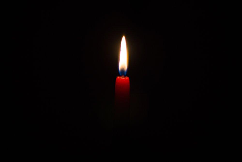 candle-david-monje-219913.jpg