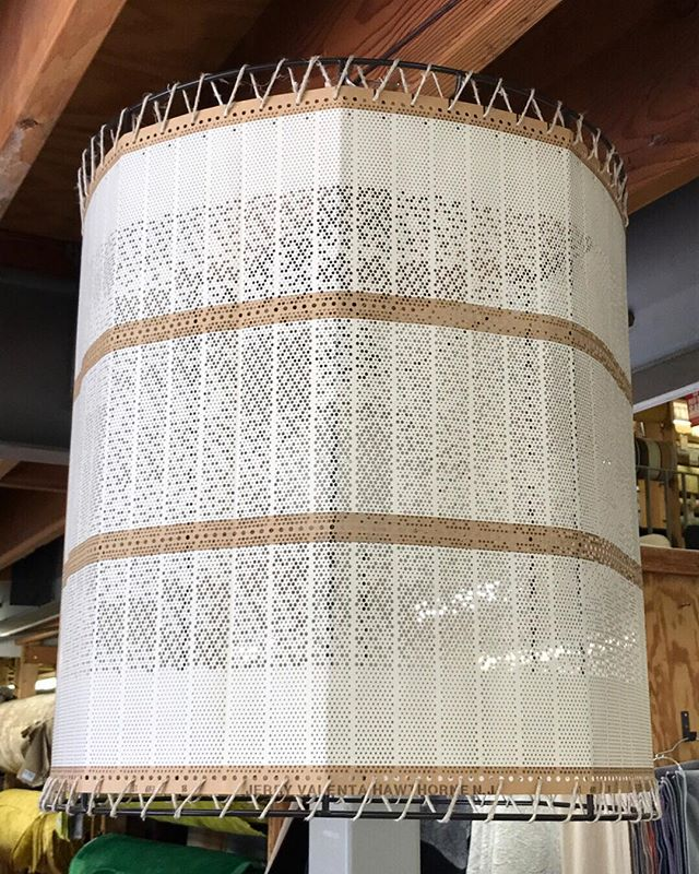 Creative reuse! Check out this unique pendant lighting. It's made of fabric loom design cards. Such great texture and neutral tones💡🔄 ⠀⠀⠀⠀⠀⠀⠀⠀⠀ #lighting #lightingdesign #lighting_design #uniquelighting #quirky #statementpiece #utilitarian #upcycled #upcycleddesigns #multiuse #eclectichome #eclecticinterior #eclecticdecor #eclecticdesign #chicdesign #interior4you1 #interiorsg #interiorstyle #interiordesigninspiration #inspiredby #uniquedesign #oneofakinddesigns #lampshade #bohome #textileart #loom #weaving #textilemill #textiledesigner
