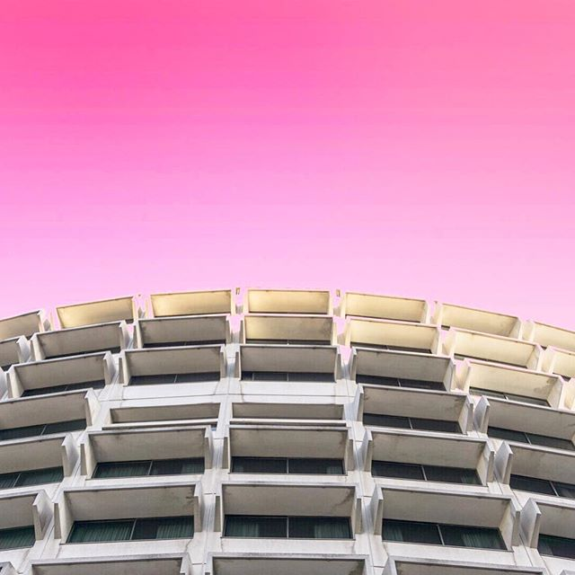 Summer in the city 🔥🔥🔥 #pinkombre #pinksky #pinkskyatnight #stunning_shots #stunning #goldenhour #breathtaking  #architecture #architecture photograph  #lookingup_architecture  #millenialpink #pinkdesign #ihavethisthingwithpink #architecture_hunter #architecturelover #architecturaldesign #designinspo #industrialdesign #designlife #designideas #beautiful_world #admiration #designwork #formandfunction #buildingdesign #industrialspace #textural #contrasts