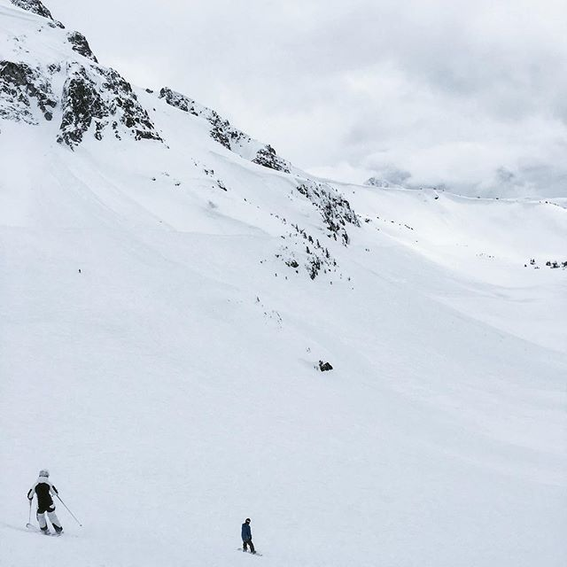 Epic day on the mountain with @kriskereluk @drc12 @mikeworboys @carolinereimer @digicock #skiing #snowboarding #whistler #blackcomb #mountain #beautiful #britishcolumbia