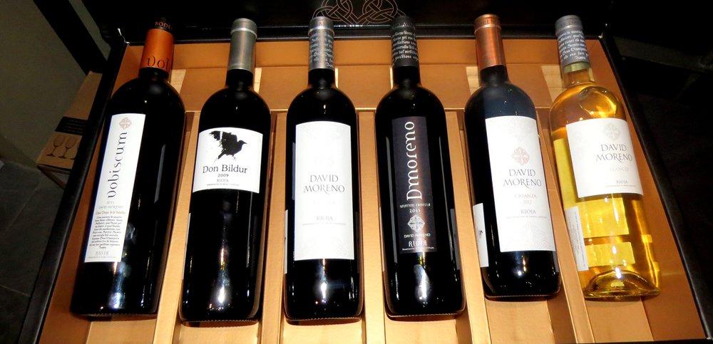 Según la enóloga Carmen de Aguirre, no es necesario tomar un vino caro, para tomar un buen vino y este es el caso de los vinos David Moreno, que pese a sus precios accesibles son de excelente calidad.