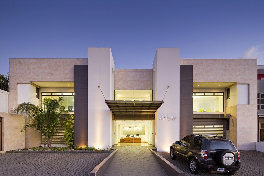 Edificio ACL . Guayabos, Curridabat. 2010