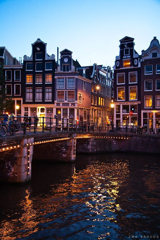 Amsterdam-The-lights-on-the-bridges.jpg