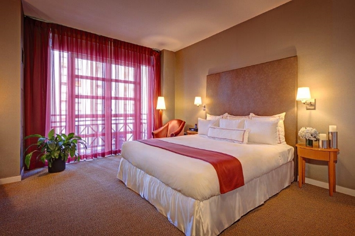 Room at Hotel Giraffe