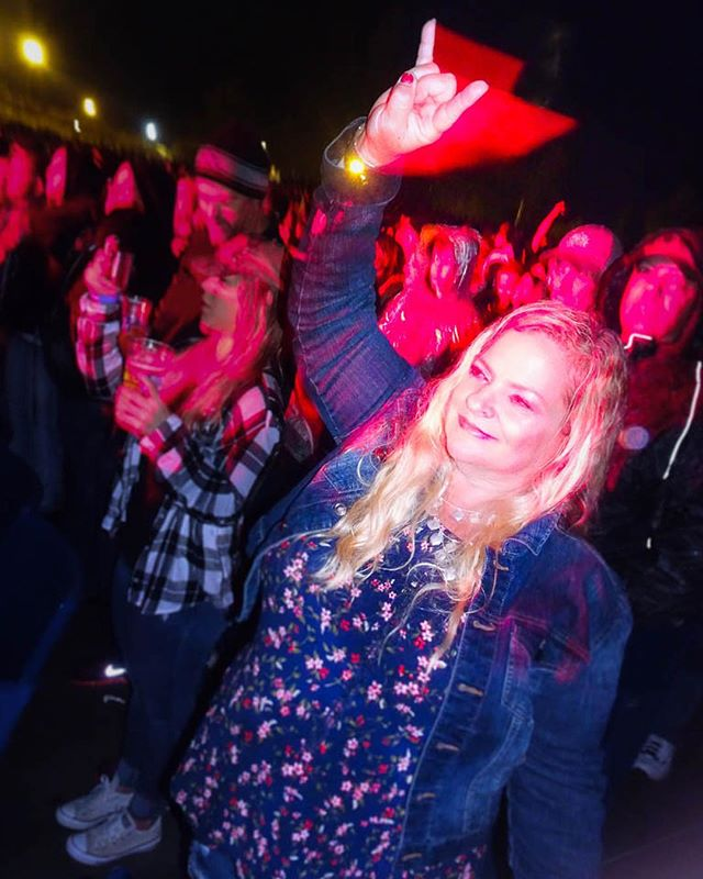 Happy Birthday to my beautiful, heavy metal mama! 😍 here she is rocking the fuck out to OZZY FUCKING OSBOURNE 🦇🦇🦇🤟🤟🤟🦇🦇🦇 I love this photo!  This was such a magical evening, and there's no other person I would have wanted to share it with 🖤 I love you mama!!! #happybirthday #ozzy #ozzyosbourne #mom #mamaimcominhome #slc