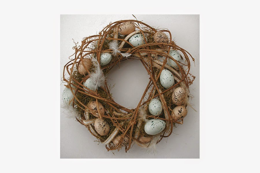 The wreath can be used for a table centrepiece or a wall hanging.