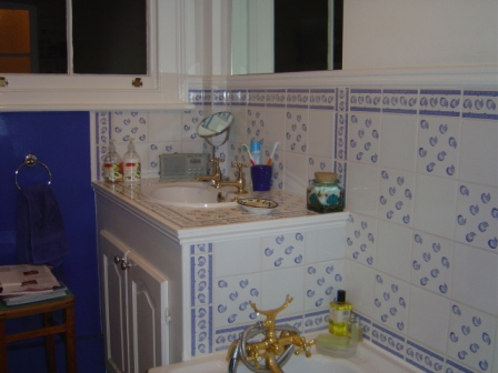 Before > 80s bathroom