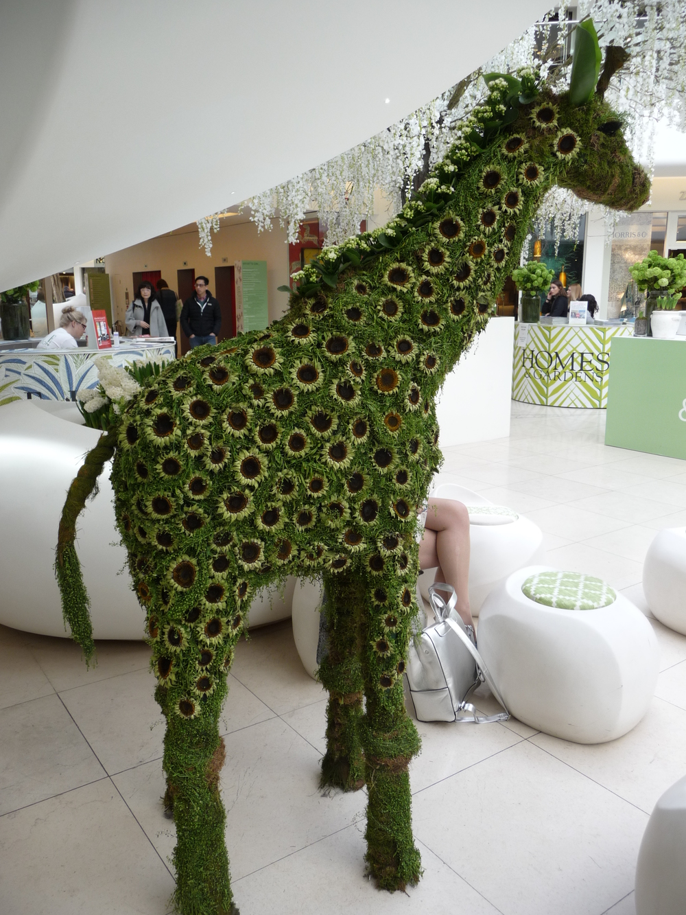 Love this giraffe made from moss and flowers