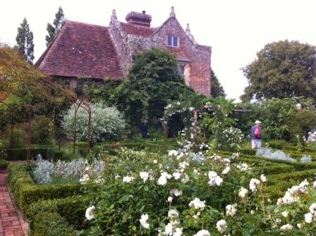 sissinghurst-whitegarden.4.jpeg