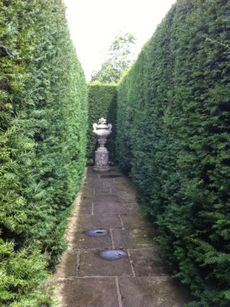 sissinghurst-whitegarden.5.jpeg