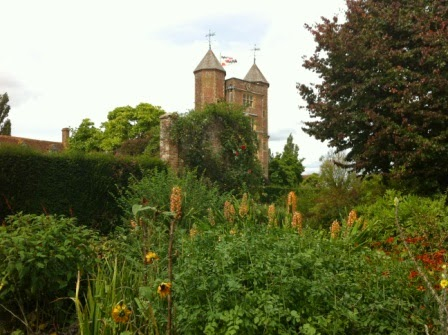 sissinghurst-grounds.4.jpeg