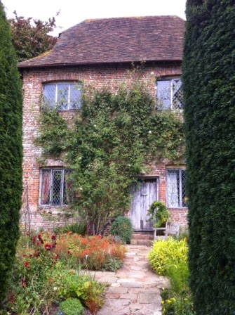 sissinghurst-grounds.6.jpeg
