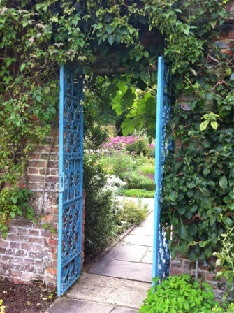 sissinghurst-grounds.10.jpeg