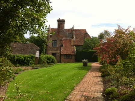 sissinghurst-grounds.13.jpeg