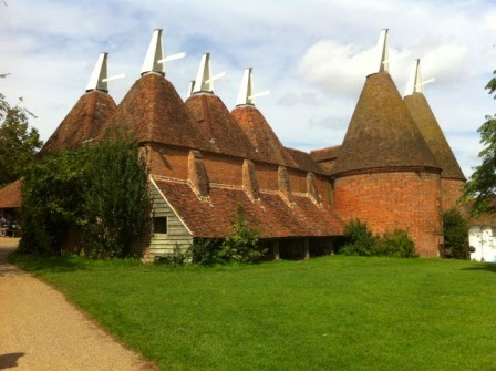 sissinghurst-grounds.jpeg