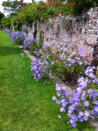 sissinghurst-flowers.1.jpeg