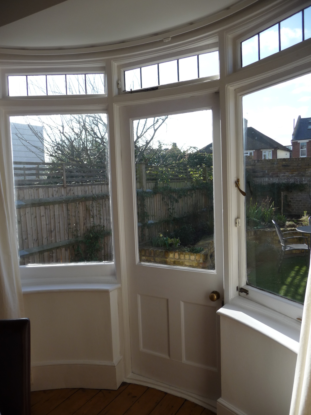 Beautiful Edwardian curved windows and door to the garden in the dining room