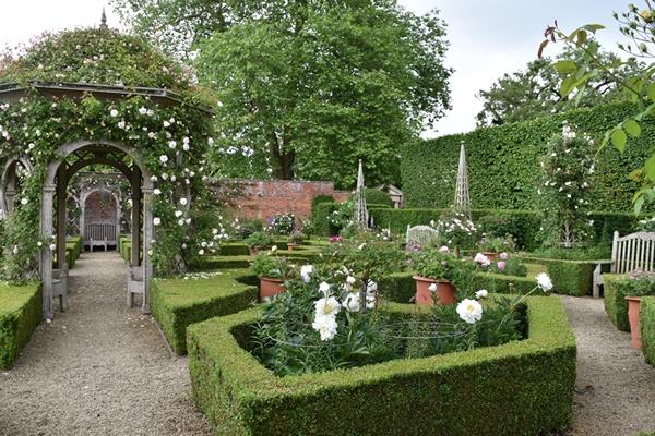 m_Rose Garden (26).jpg