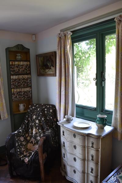 Virginia's bedroom