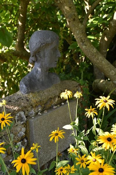 m_Garden - busts (5).jpg