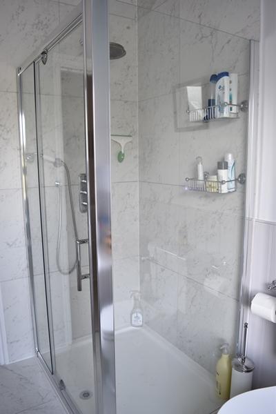 m_Main bathroom (11).jpg