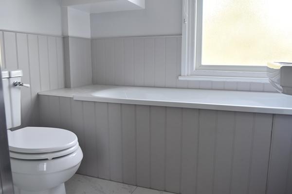 m_Main bathroom (1).jpg