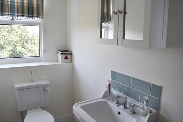 m_Top bathroom (4).jpg
