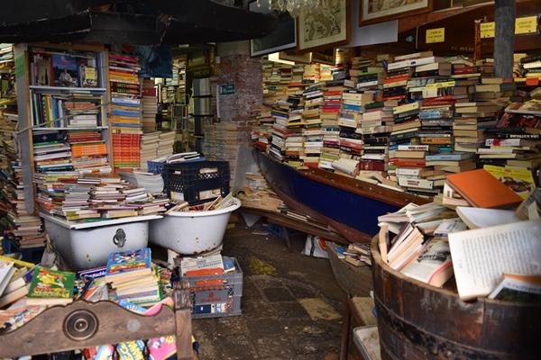 m_Bookshop (6).jpg