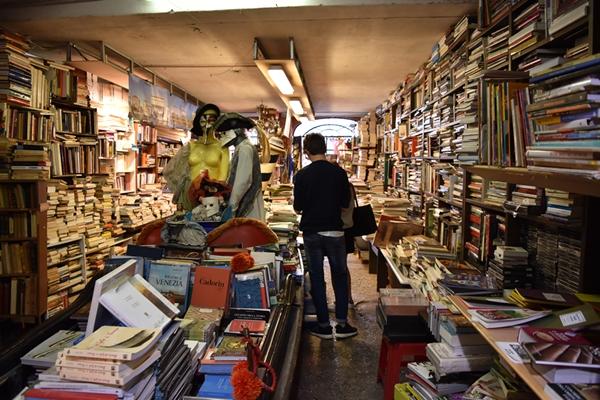 m_Bookshop (8).jpg