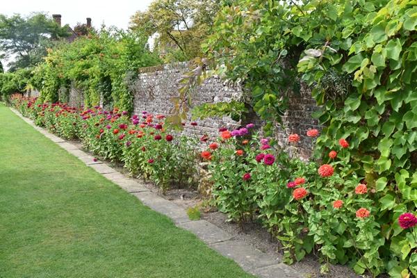 m_Walled garden (2).jpg