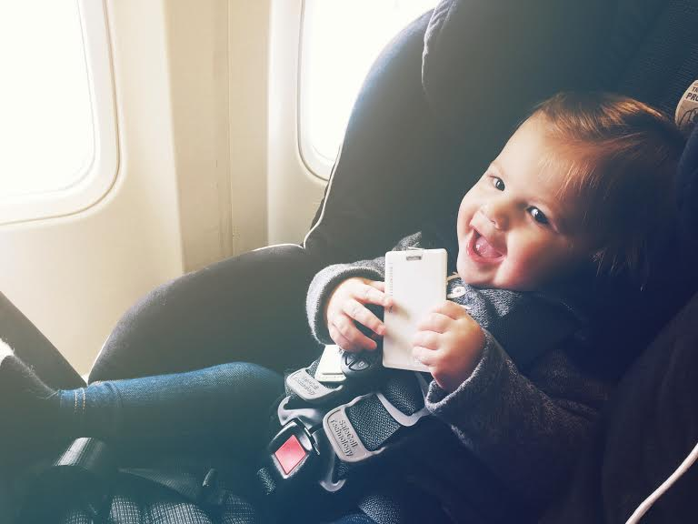 tips for traveling with your baby #lizdenfeld #mommymailbox