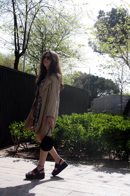 vestido_blanco_negro_gabardina