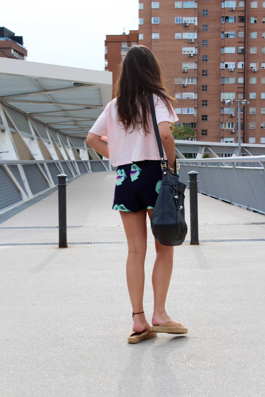 street style shorts look