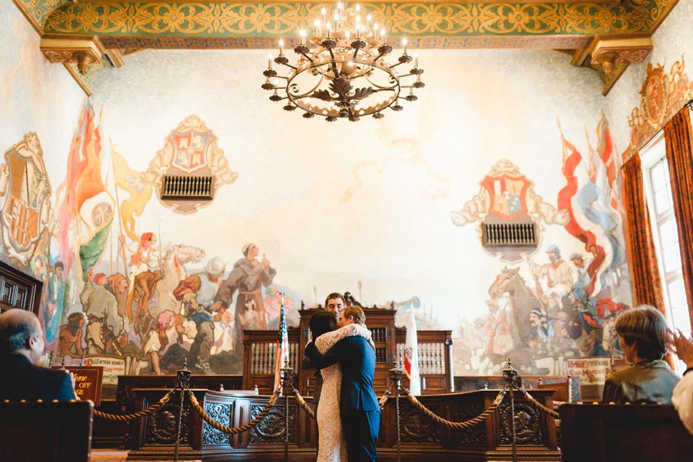 santa barbara courthouse wedding photographer first kiss