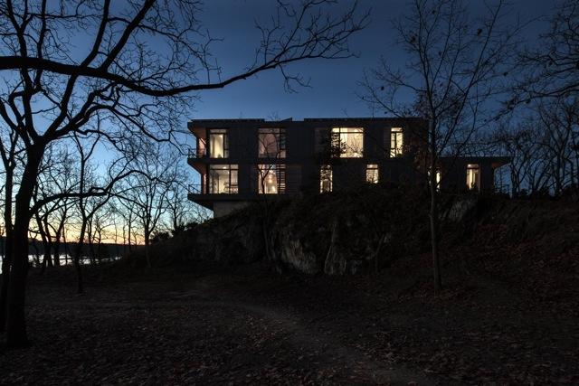 Riverhouse Residence