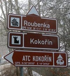 Європейці на туристичних вказівниках указують навіть GPS-координати готелів