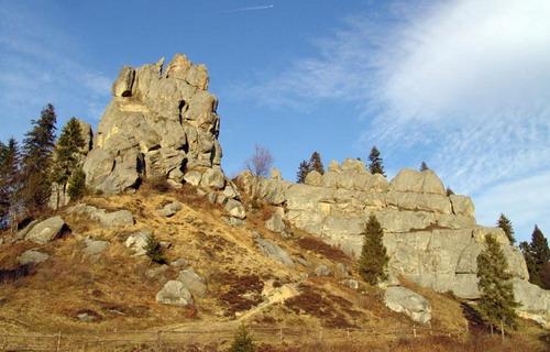 Урицькі скелі - це пам'ятка природи та археології національного значення, яка не має аналогів у Європі