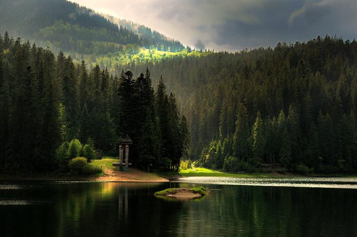 Пари, які познайомилися біля вод озера Синевир, пов'яже міцне кохання