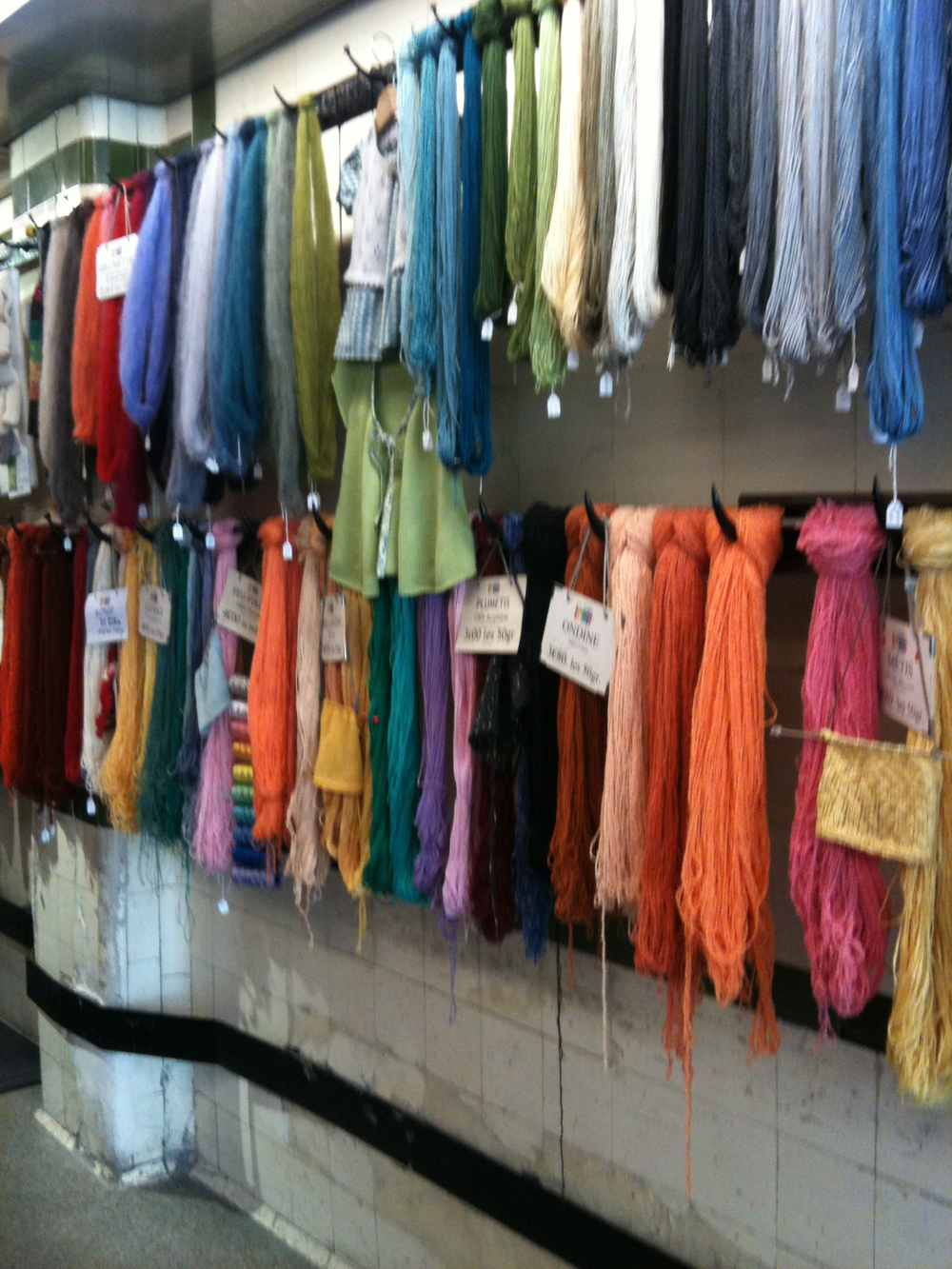 Hanging yarn in La Droguerie