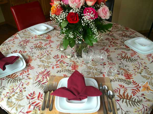 While this is not necessarily a Thanksgiving arrangement, you can see how it adds elegance to the table.