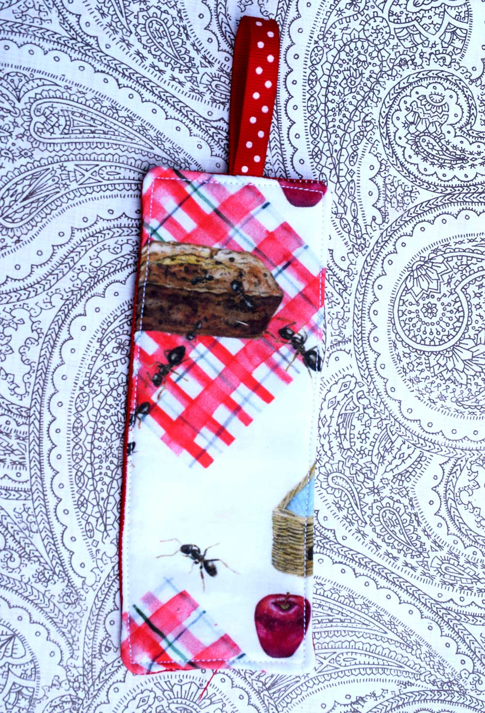 Here is an example of a bookmark with felt in the middle.