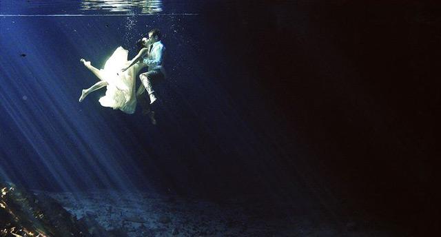 "Underwater ""Trash the Dress"" Photo via Diego Munoz Photography"