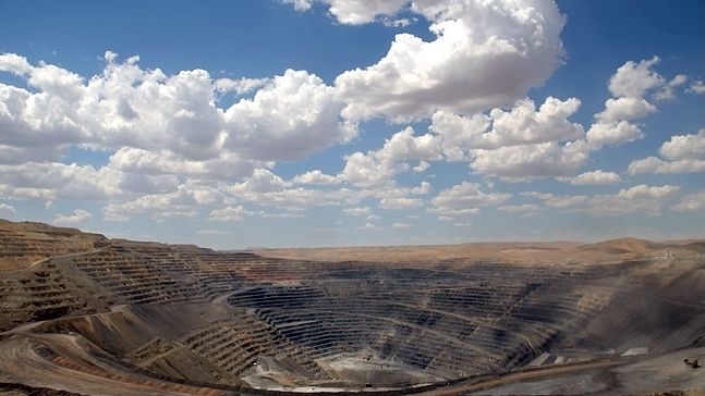 Barrick 's Goldstrike Mine, Nevada; photo by Ashley Gilbertson/ New York Times . All Rights Reserved.