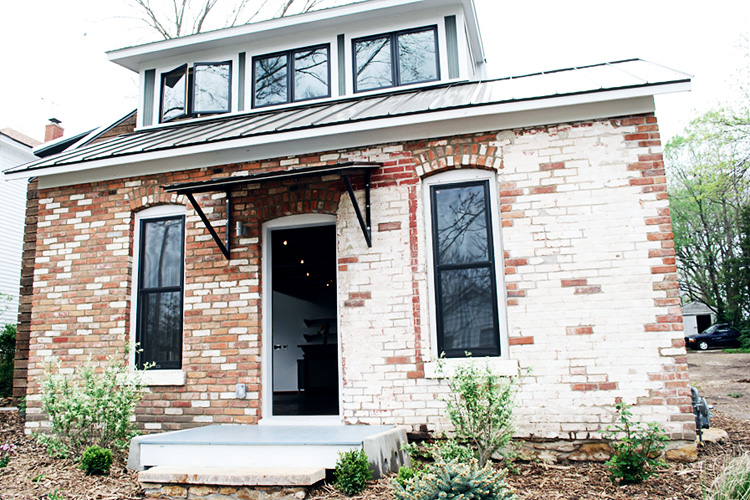 StructReStruct_933_exteriorfront.jpg