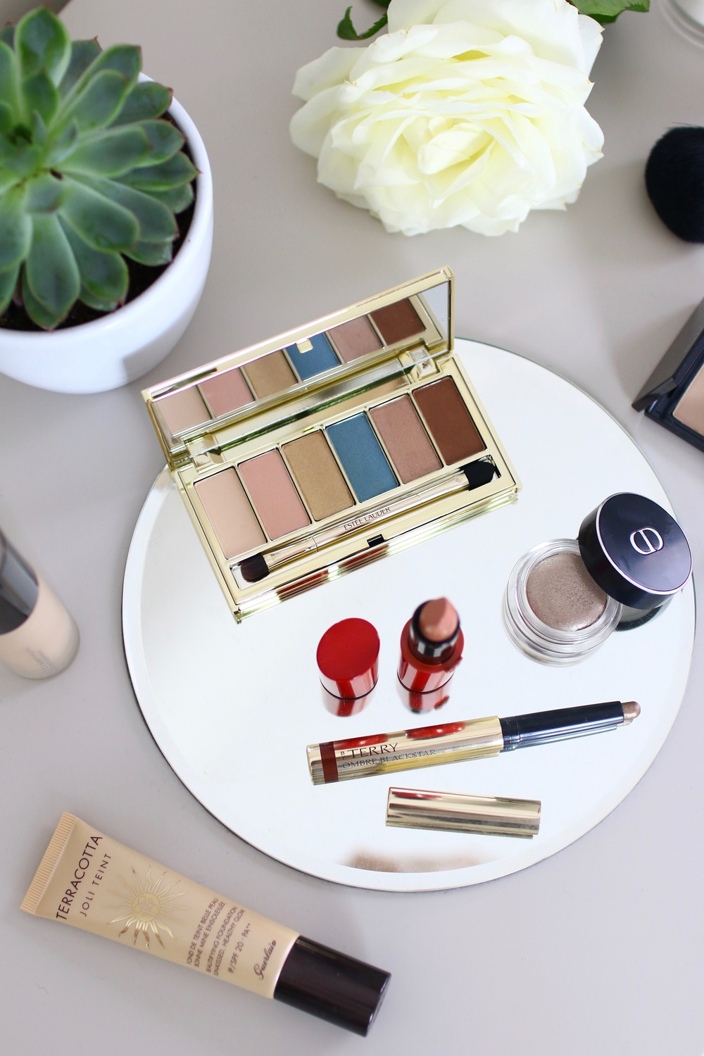 Round Mirrored Charger Estée Lauder Bronze Goddess Summer Glow EyeShadow Palette